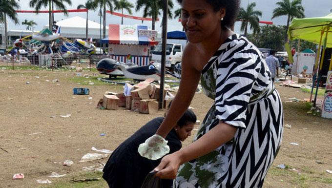 Contestants Get Hands Dirty