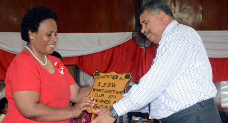 Commander Praises Military Family