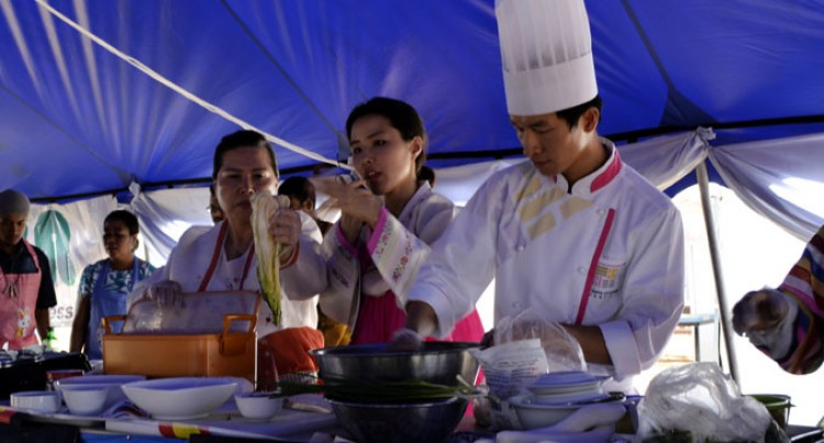 Fijians  Enjoy  Korean Food