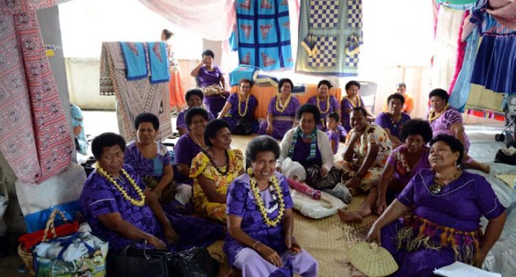 Lau Women Fundraise, Exhibit Handicrafts
