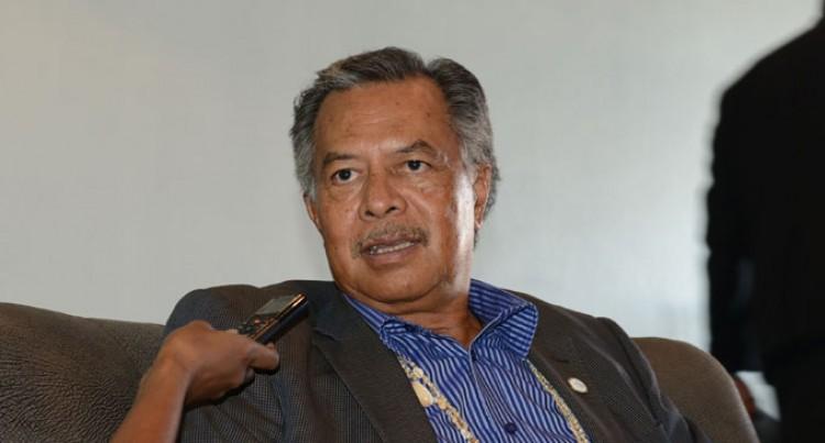 Puna Praises Fiji