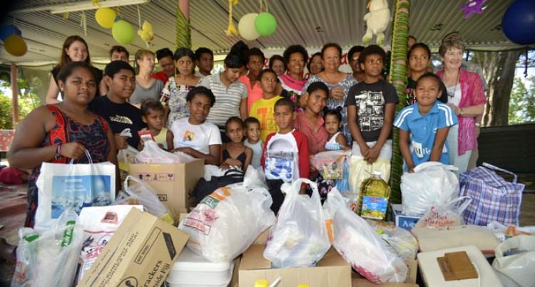 Denarau Golf Club Members Visit Loloma Home