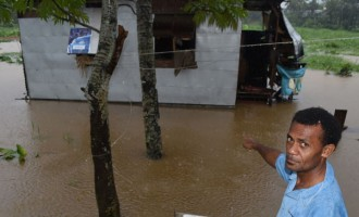 River Road Families Flee Floodwaters
