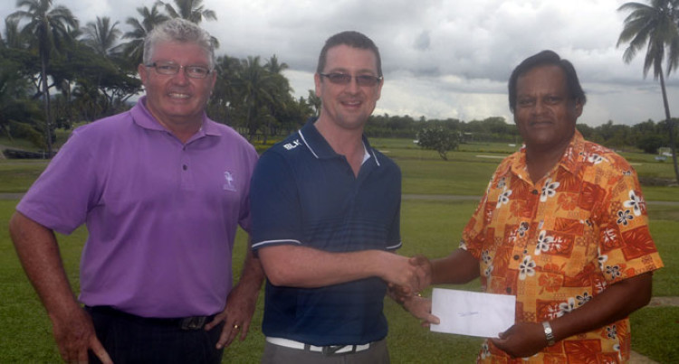Golfers Help Red Cross