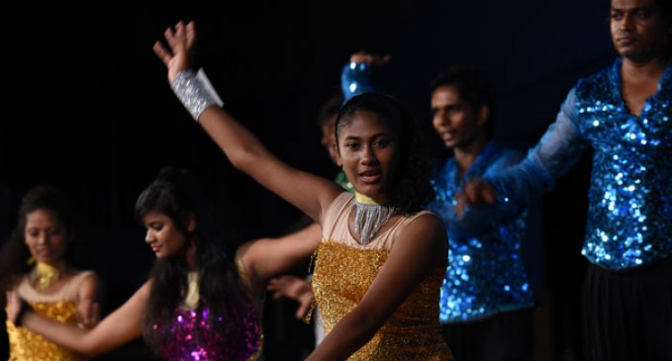 Local Dancers Wow Fans At Bollywood Concert