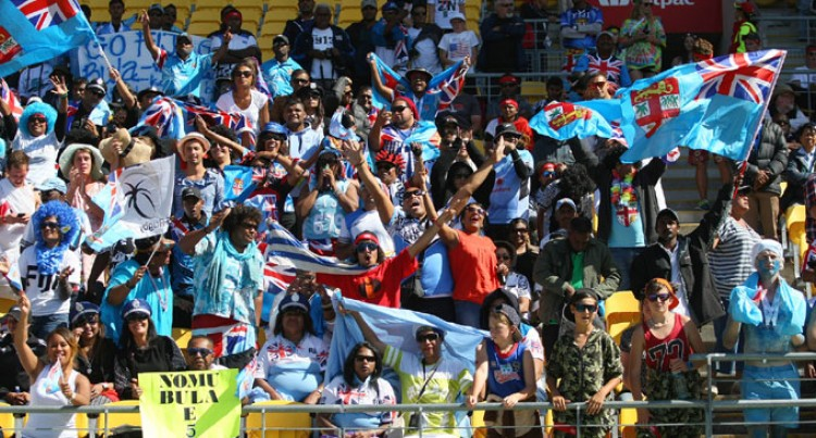 Police Give 7s Crowd Thumbs Up