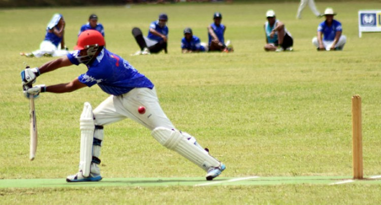Aussies Out To Topple Moce