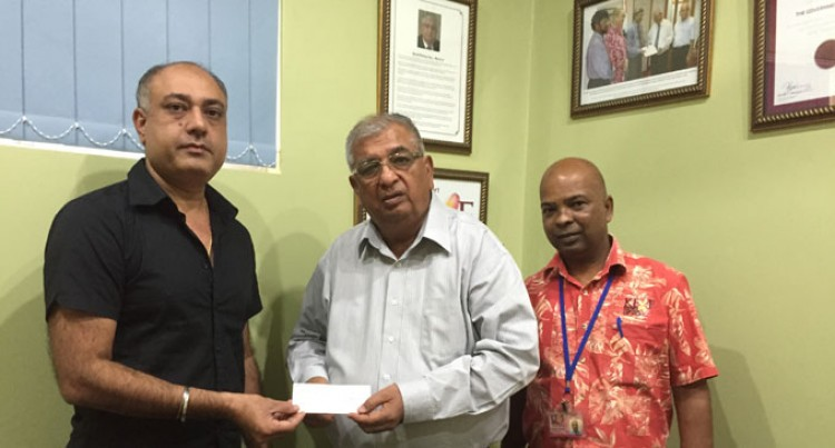 Cheque Boost For Kidney Centre