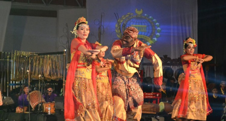 Fijians Study, Embrace  Indonesian Culture