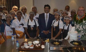 A-G Urges Students At Chef Comp