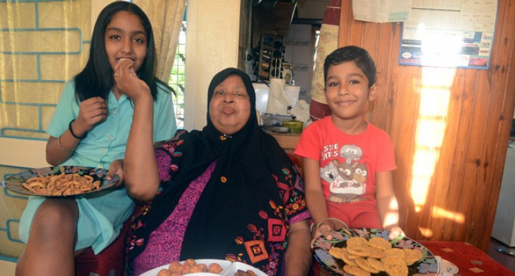 Ahmadiya Anjuman Celebrates Eid-al-Fitr