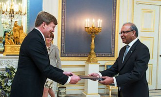 Ambassador Presents Credentials To European Council And The King