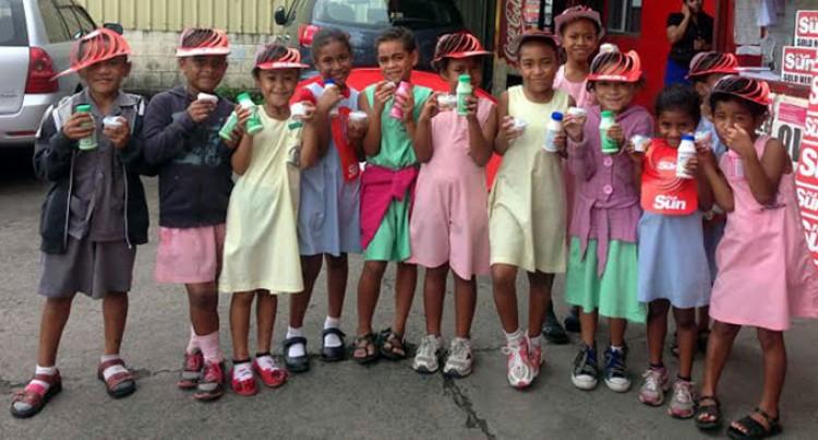 Veiuto Students Tour Fiji Sun