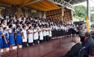 Lelean Shows Singing Spirit