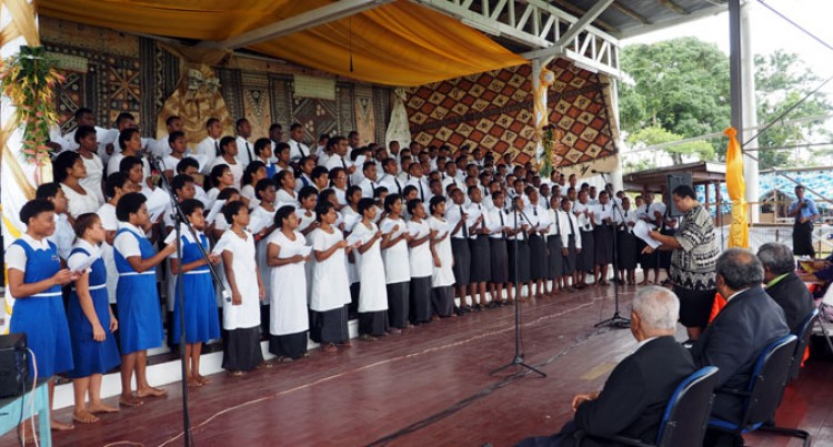 Lelean Shows Singing Spirit
