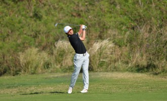 Lee Tees-Off As A Pro