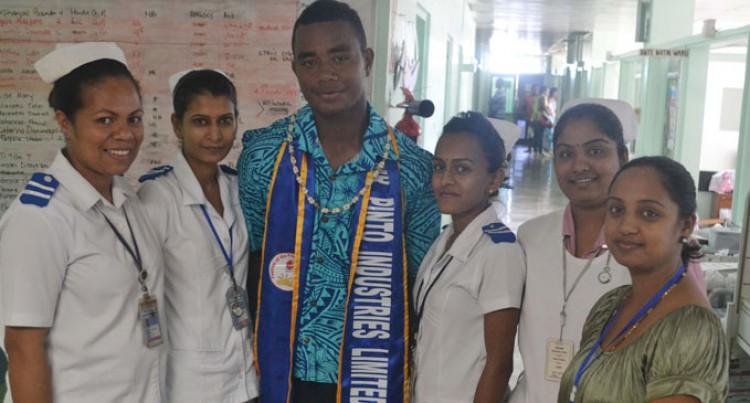 Contestants Visit Hospital