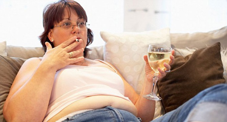 Smoking 'Leads To A Pot Belly': Scientists
