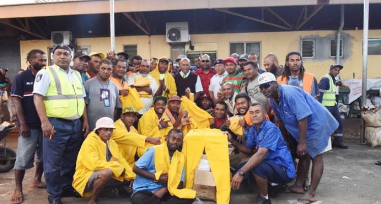 Minister Tuitubou Helps Wheelbarrow Boys