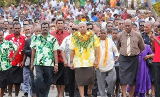 PM Warns Contractors: No Shoddy Workmanship