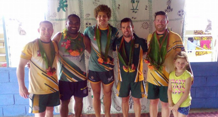Wyong Roos Duo Lend Helping Hand