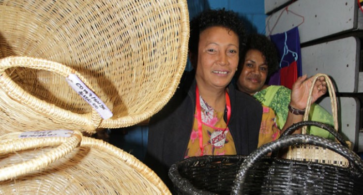 Weaving Keeps Solo Mum Ticking