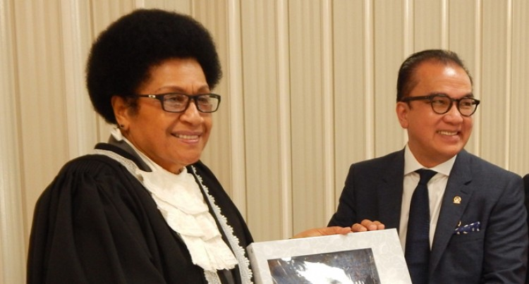 Speaker Meets With  Indonesian Delegation