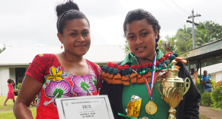Naomi Receives Dux Award