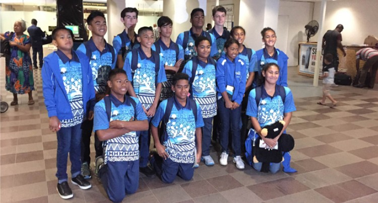 Swimmers Arrive in Australia