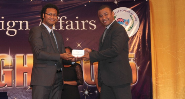 Vueti May Takes Professional  Excellence Award