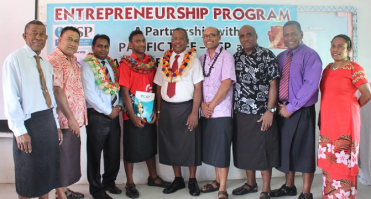 Waqawai Tops Entreprenuer Summer Class