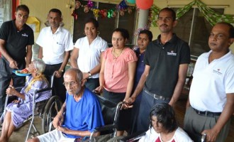 Vinod Patel Shares Christmas Spirit At Babasiga Ashram