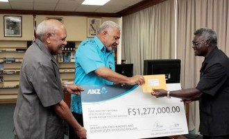 Prime Minister Bainimarama Receives $1.2M From  Solomon Islands Counterpart