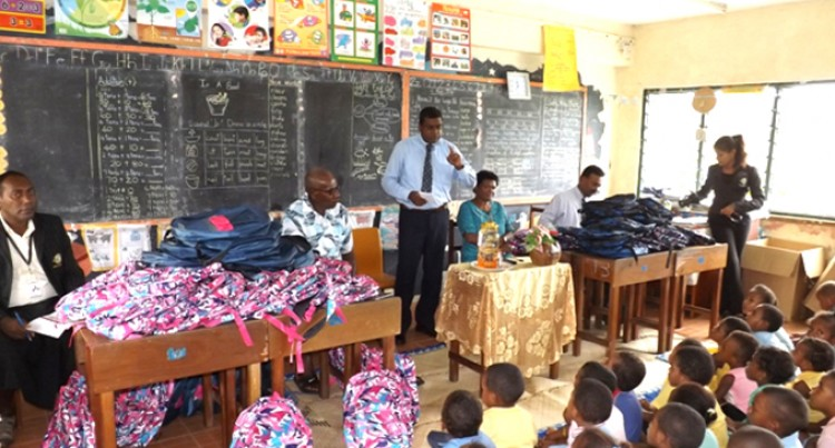 Education Minister's Visit Pleases Students