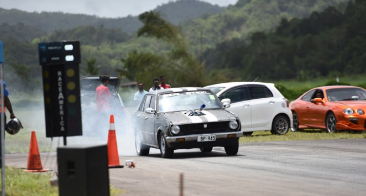 Drag 'Race' Despite Unfavourable Weather