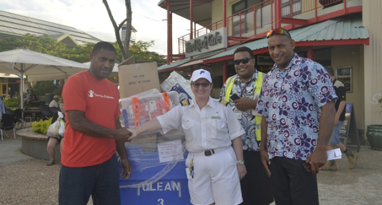 Tourists Donate Stationery To Save The Children Fiji