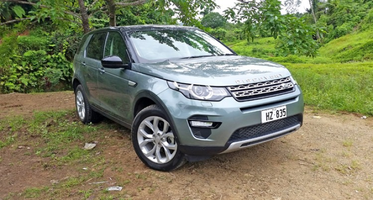 The Technologically-Advanced Land Rover Discovery Sports SE Here