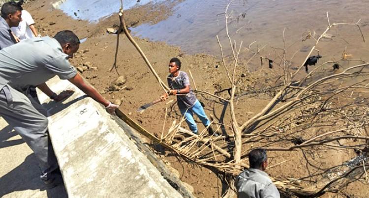 Tanoa Waterfront Cleans Lautoka's Marine Drive