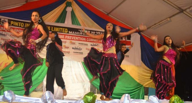 Fete's Bollywood Night Brings Out Styles