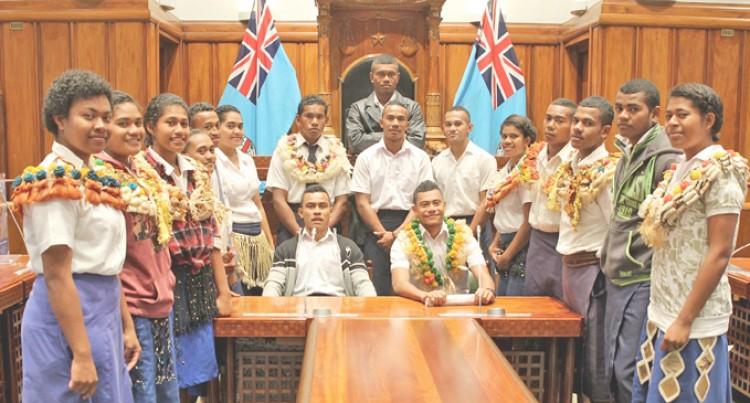 Lau Students Visit Parliament