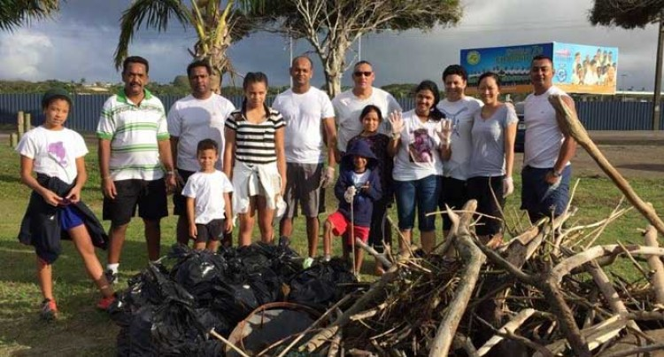 Leadership Fiji Group  On Clean-Up Campaign