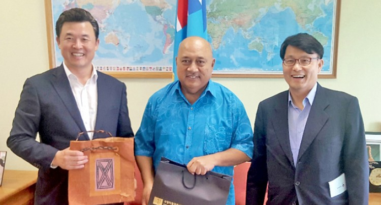 Foreign Minister Receives Korean Parliamentary Members