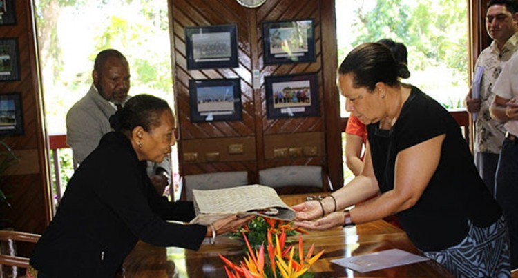 Envoy Visits Secretariat