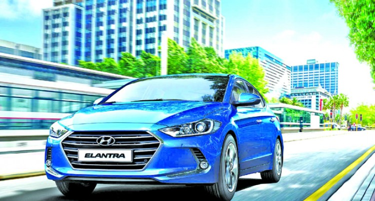 2017 Elantra Starts Winning Awards