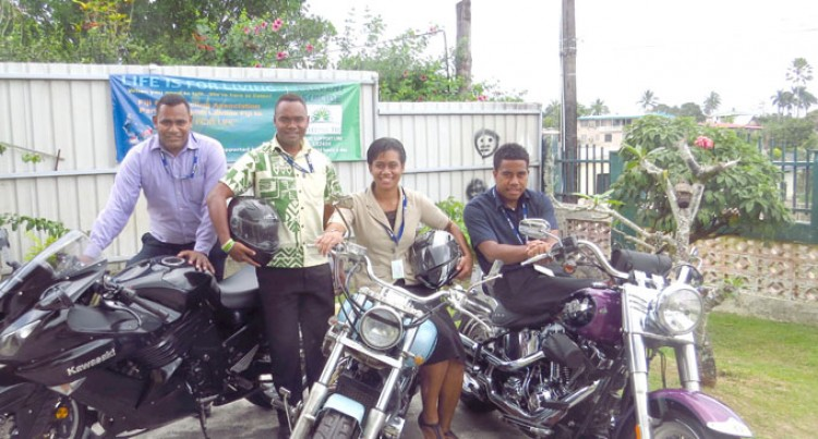 Motorcycling Body Supports Lifeline's Work