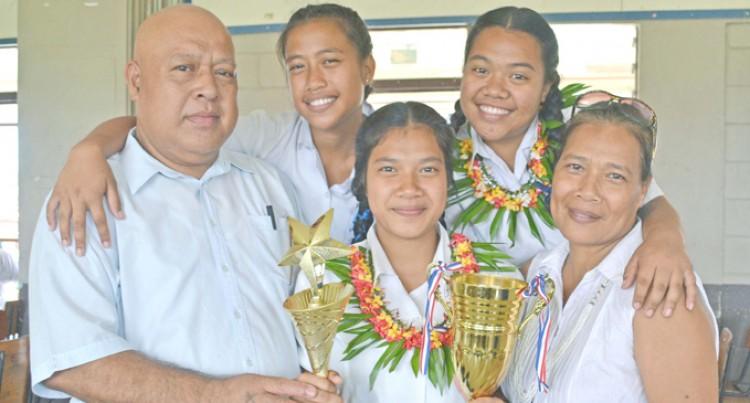 Taratai Takes Dux Award