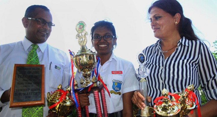 College Like A Magnet For Minds, Says Dux Kajol