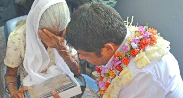 Acting PM Moves Grandma to Tears