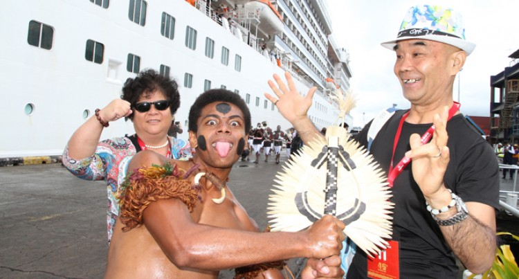 2000 Chinese Tourists Enjoying Pacific Islands