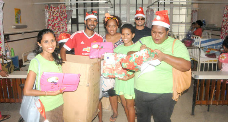 Rotaract Club Brightens Children's Christmas In West Hospitals